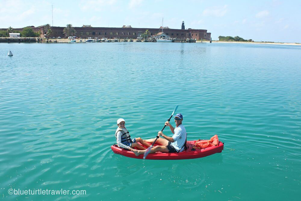 Part of our daily diving ritual: Randy and Corey would take the dinghy to shore and paddle back in the yak