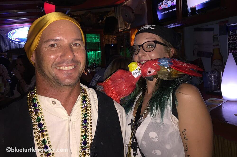 Randy and Tiki meet a new parrot-friend