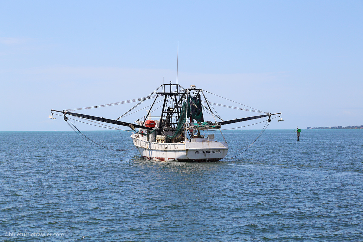 Shrimp boat lowering it's downriggers